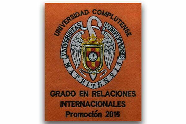 Becas de graduación universitarias bordadas y personalizadas