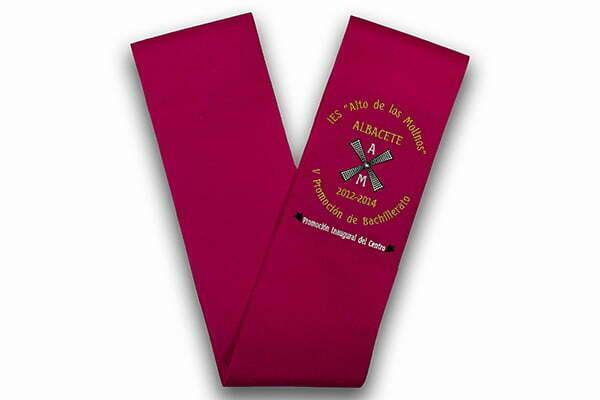 Becas de graduación para colegios bordadas y personalizadas